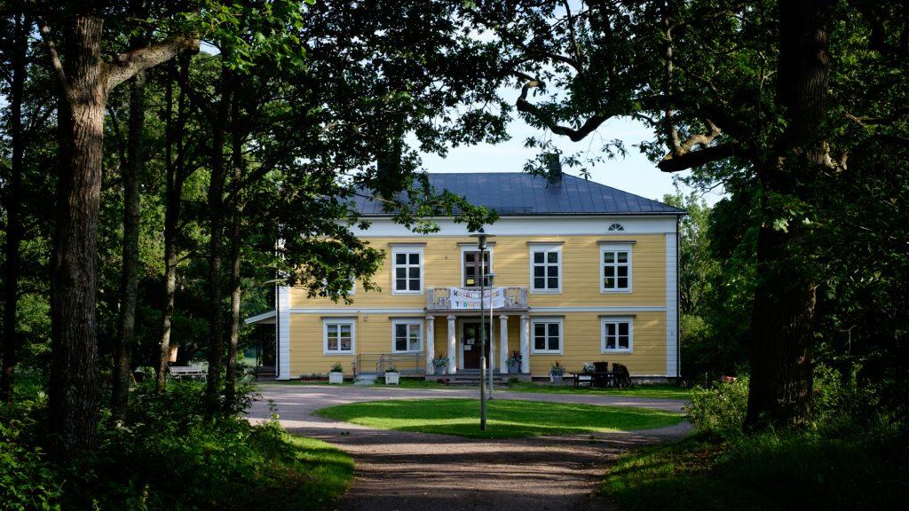 Katrinebergin kartano Vantaalla ja sen pihapiiri kotieläimineen on upea paikka!