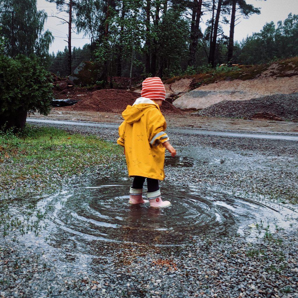 Sadepäivän vinkkejä lasten kanssa.