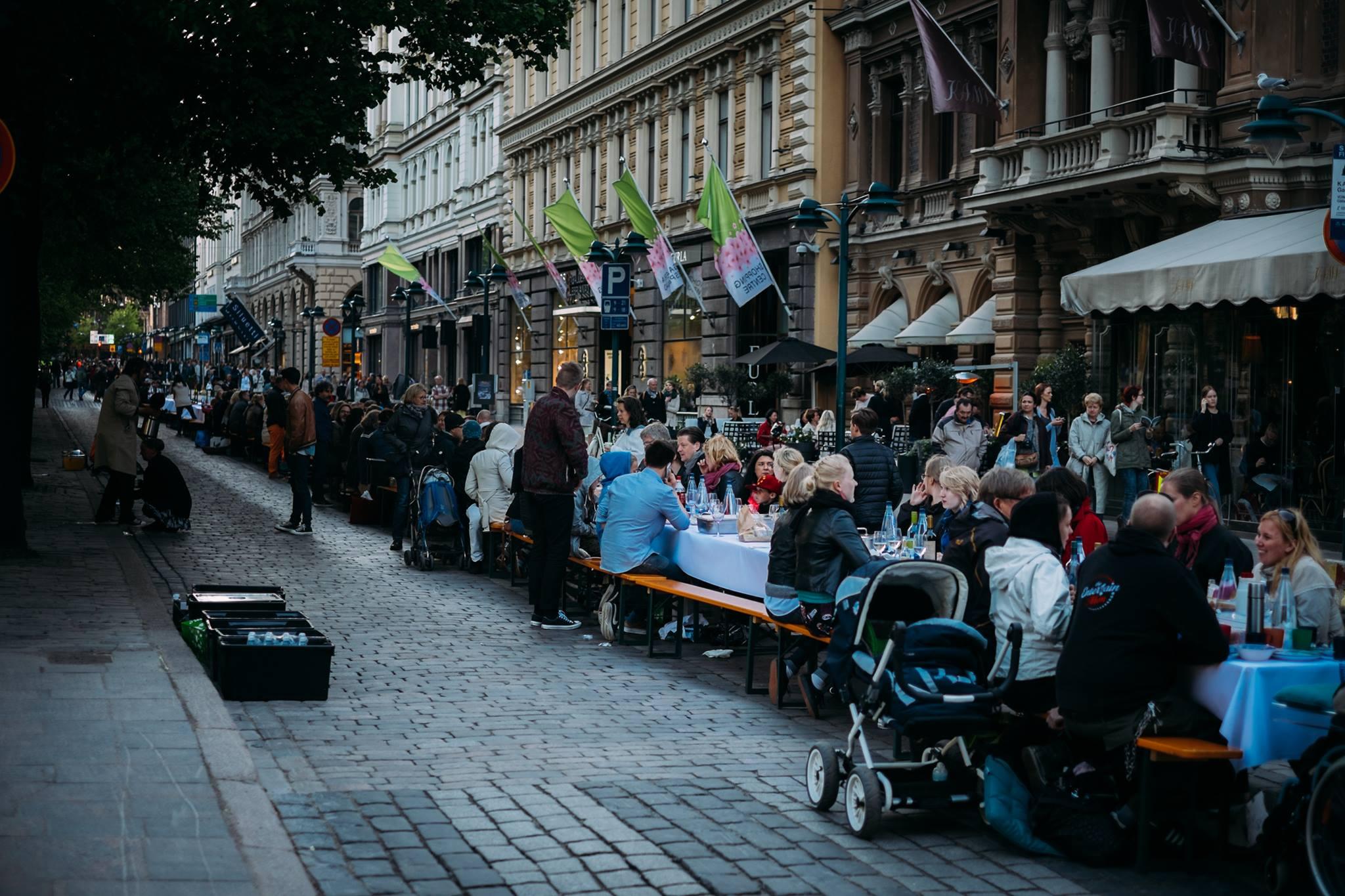 Ilallinen Helsingin taivaan alla täytti Espan Helsinki-päivänä. Torstaina järjestetään Illallinen Suomen taivaan alla ja kaikki on kutsuttu mukaan!