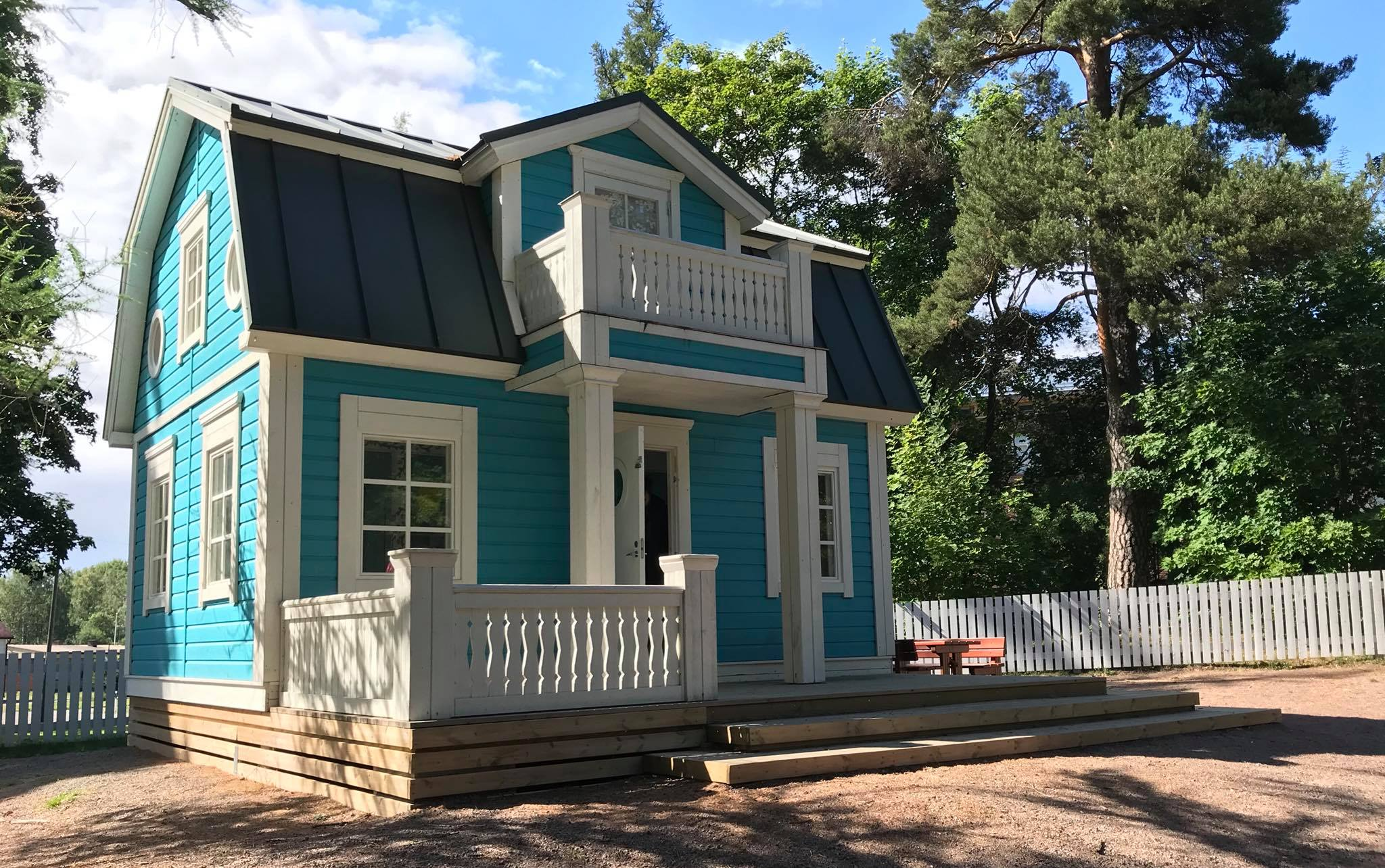 Loviisan Kappelin puiston leikkipaikalla on Onnelin ja Annelin talo.
