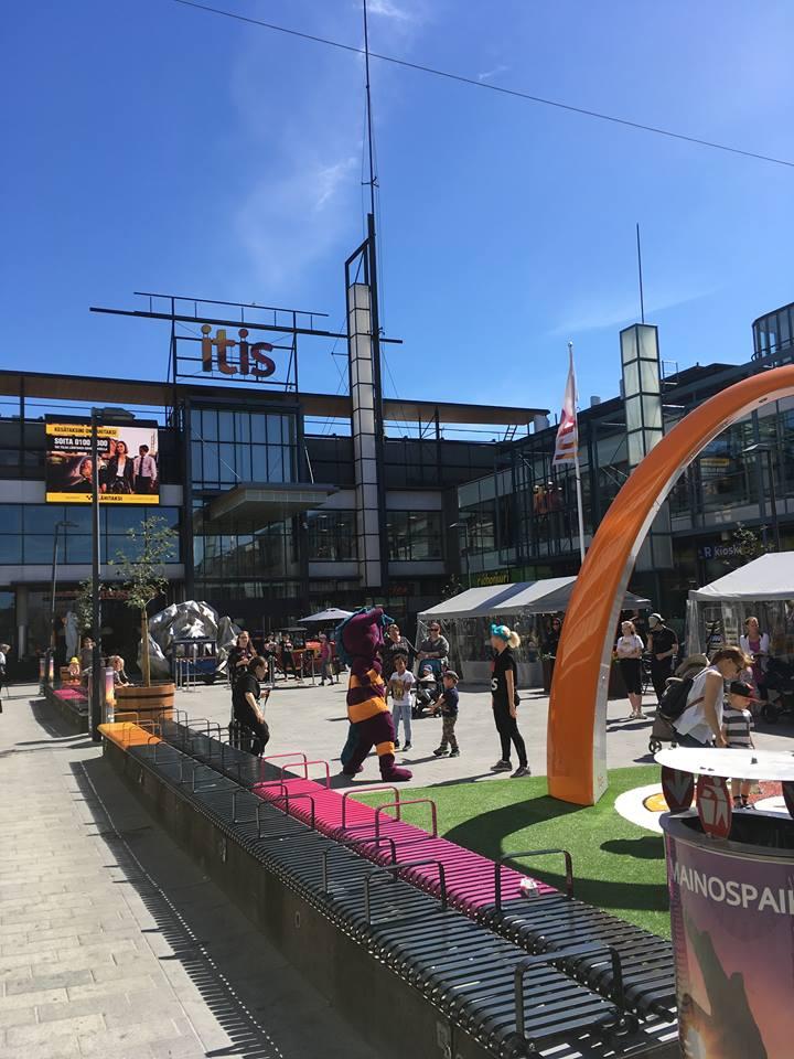 Kauppakeskus Itiksessä, Tallinnanaukiolla on nyt leikkipaikka.