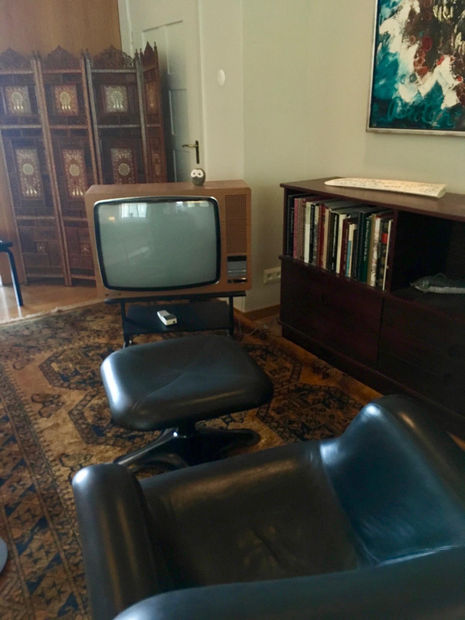 Yläkerran aulan tv-nurkkaus.