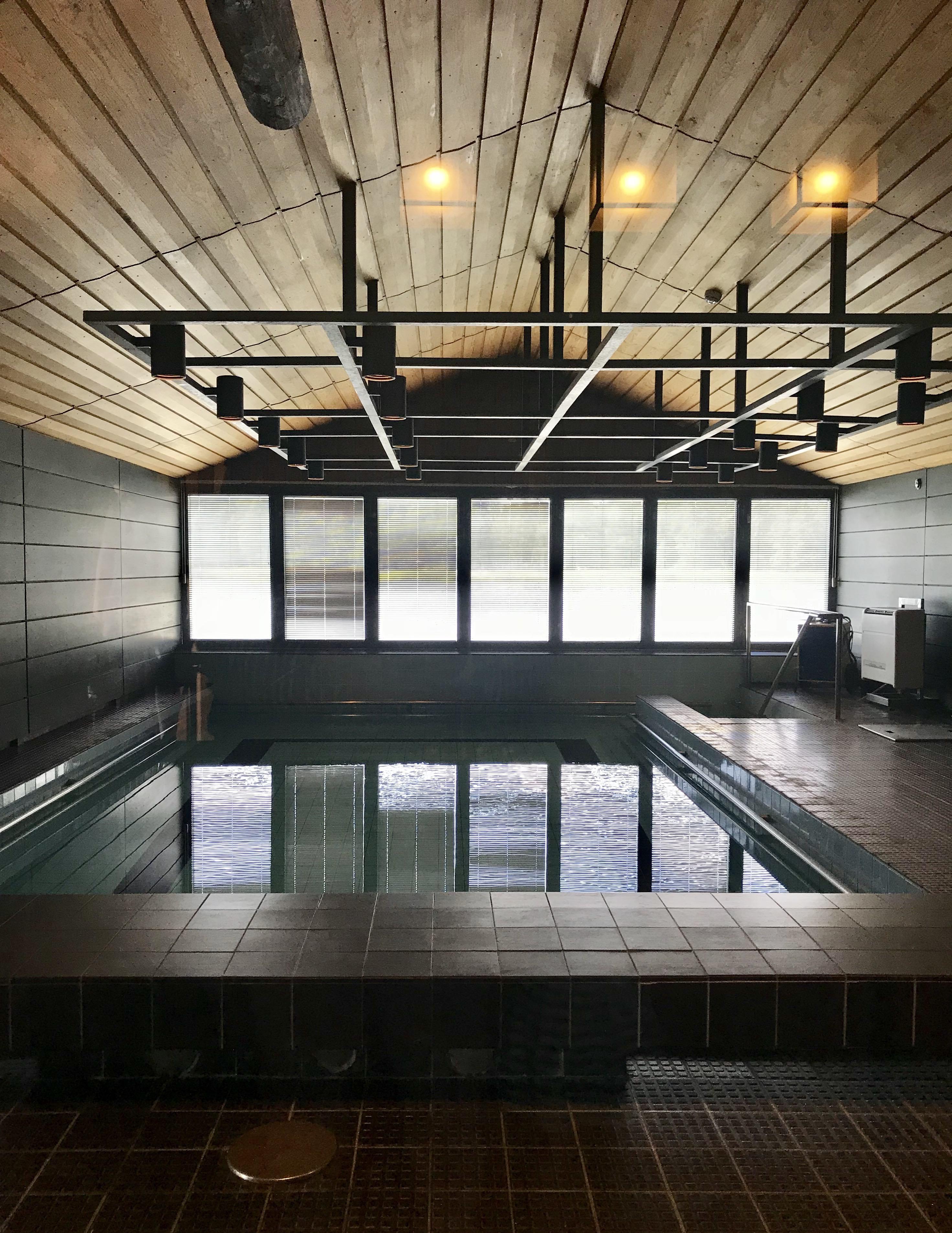 Rantasaunan rakennuksessa on myös uima-allas, joka oli erittyisesti Kekkosen lastenlasten mieleen.